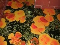 Цветочный пол в ванной