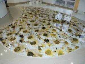 Декоративные наливные 3D полы с изображением крупных ромашек